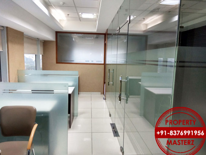 Commercial office space of 1087 sq Ft dlf tower in jasola Delhi